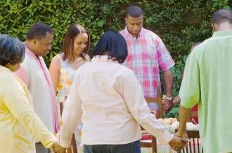 Что Библия говорит о совместной молитве